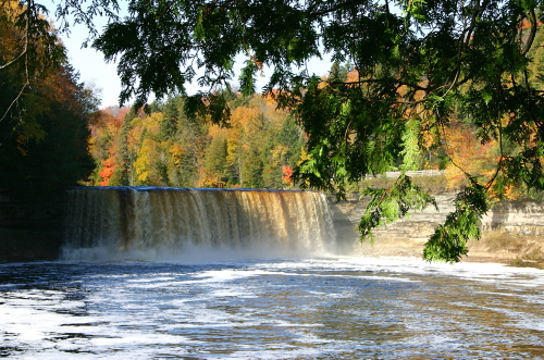 D-15-41 - Upper Falls of the Tahquamenon River. Tahquamenon State Park. Paradise, MI.